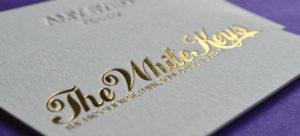 Печать визиток с тиснением золотом